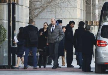 次官級協議のため、中国商務省に到着した米側交渉団ら=13日、北京(共同)