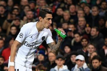 ビールを飲む仕草をするディ・マリア photo/Getty Images