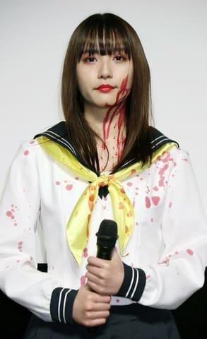映画「血まみれスケバンチェーンソーRED」の完成披露試写会に登場した浅川梨奈さん