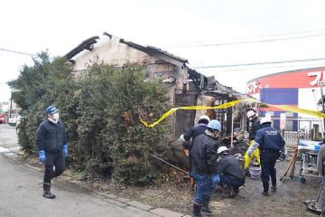 1人の遺体が見つかった火災現場=13日午後、久喜市菖蒲町三箇