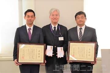 (左から)茂木理事、松岡常務理事、富岡副理事長