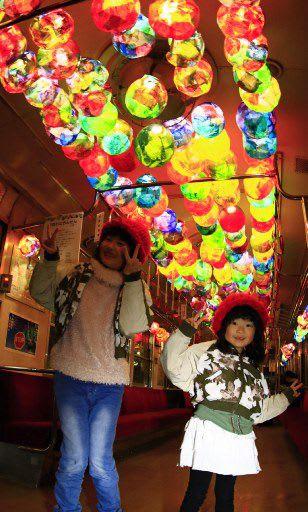 「おおわにらんたん夢列車」で記念写真に納まる子どもたち