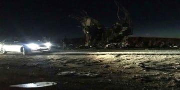 13日、イラン・ザヘダンで起きた革命防衛隊のバスを狙った自爆テロの現場(FARS NEWS AGENCY提供、ゲッティ=共同)