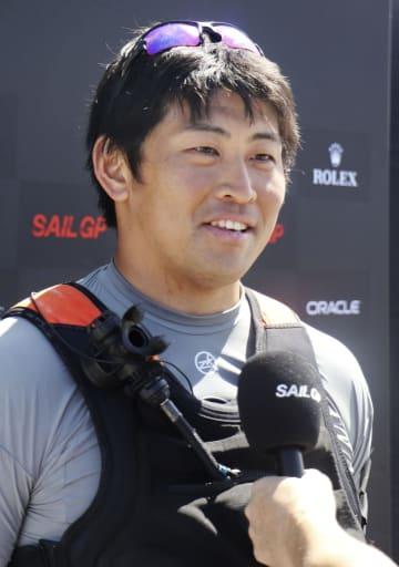 模擬レース後、取材に応じる日本チームの笠谷勇希=14日、シドニー(共同)