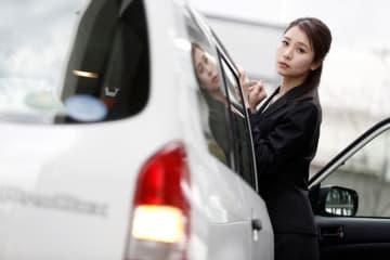 トヨタ プロボックス × 立花サキ トヨタ プロボックス DXコンフォート(ハイブリッド車)/ボディカラー:ホワイト│駆動方式:2WD│WLTCモード燃費22.6km/L