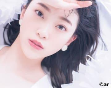 女性ファッション誌「ar」3月号に登場した堀未央奈さんのビジュアル