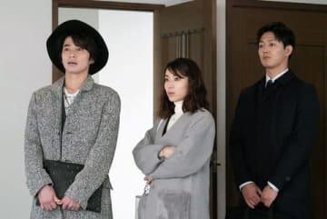 俳優の武田航平さん(左)がゲスト出演した連続ドラマ「家売るオンナの逆襲」の第6話の1シーン(C)日本テレビ