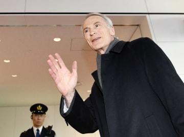 羽田空港に到着したルノーのジャンドミニク・スナール新会長=14日午後