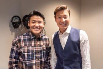 高橋尚成さん(右)とパーソナリティの丸山茂樹