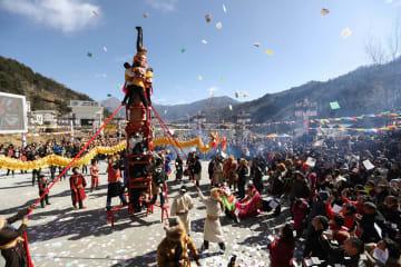 チベット族住民、年に一度の「上九節」を祝う 四川省宝興県