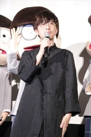劇場版アニメ「えいがのおそ松さん」の完成披露舞台あいさつに登場した櫻井孝宏さん