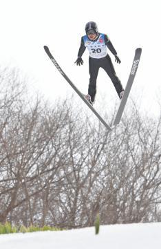 冬季国体ジャンプ成年男子Aで初優勝した内藤智文(県競技力向上対策本部)=札幌市の宮の森ジャンプ競技場、鹿嶋栄寿撮影