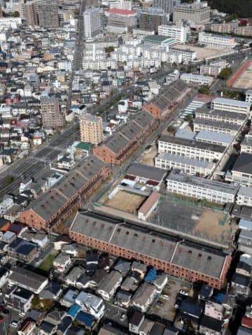 広島県が改修案の実施を先送りする旧陸軍被服支廠。南北に連なる1~3号棟の保存の在り方をまずは固めるという