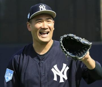 練習で笑顔を見せるヤンキース・田中=タンパ(共同)