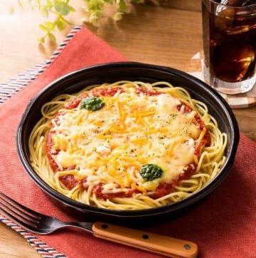 これはチーズの暴力... ファミマの「マルゲリータ風パスタ」、もう食べた?