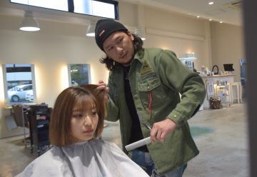 美容室を再開した福島県浪江町出身の小野田真仁さん=水戸市内