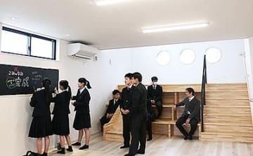 高岡工芸高生企画参加の公民館完成