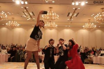 ファンイベントを開催した青木瀬令奈、岡村咲、SKE山内鈴蘭と元AKB48の中村麻里子アナ(撮影:ALBA)