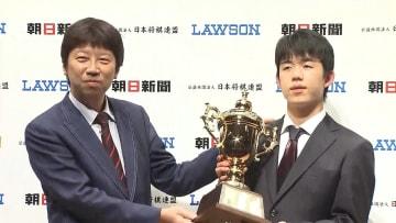 藤井七段が連覇達成 朝日杯オープン戦で快挙