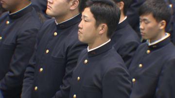 卒業式に出席した小園海斗選手