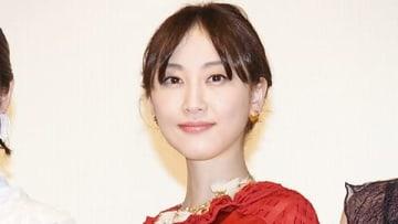 オムニバス映画「21世紀の女の子」の初日舞台あいさつに登場した松井玲奈さん