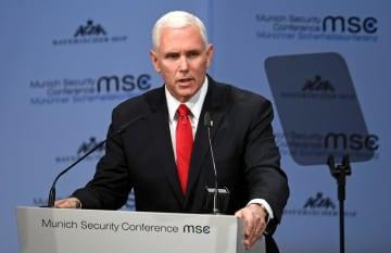ミュンヘン安全保障会議で演説するペンス米副大統領=16日、ドイツ南部ミュンヘン(ロイター=共同)