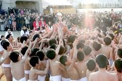 西大寺「少年はだか祭り」白熱