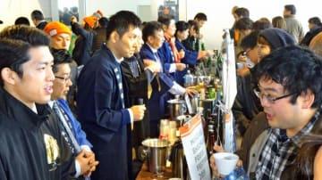 県内23の蔵元が自慢の焼酎を売り込んだ「焼酎ノンジョルノ青山」=16日午後、東京都港区