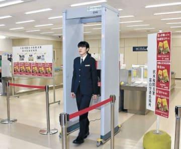 富山空港、金塊密輸の警戒強化 地方狙う動きに備え