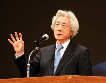 講演で原発ゼロを訴える小泉元首相