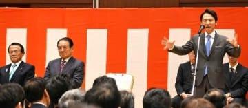 武内氏が事務所開き 前知事や副総理出席 福岡知事選