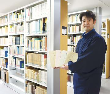「貴重な書籍も豊富」と話す三浦さん