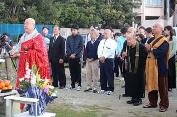 遺骨発掘 5月にも開始 沖縄戦動員朝鮮人 埋葬地・本部で追悼式
