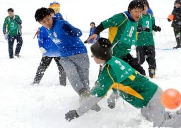 足ずぶずぶでもシュート・山辺 モンテ杯雪中サッカー