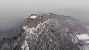 八達嶺長城が雪化粧 北京市