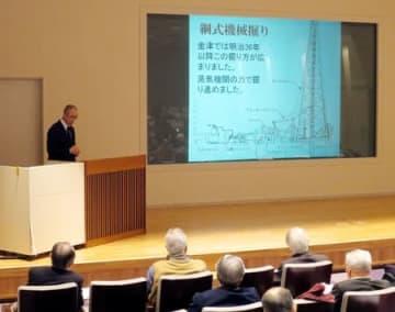 国史跡の「新津油田金津鉱場跡」について学んだ講演会=16日、新潟市中央区