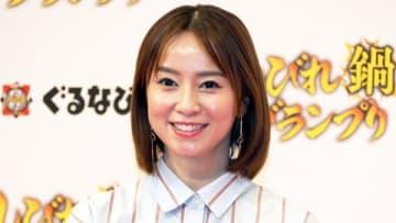 「しびれ鍋グランプリ」の授賞セレモニーに出席した鈴木亜美さん
