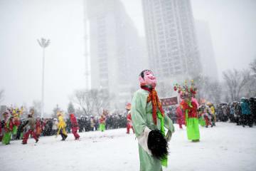 新春を祝う娯楽活動「社火」を楽しむ 青海省西寧市