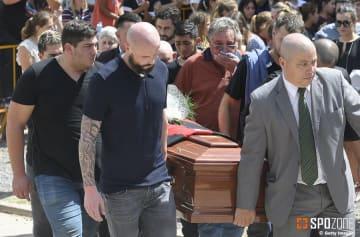 16日にサラの葬儀が営まれた