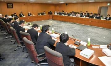 厚労省で開かれた医療従事者の需給に関する検討会の第28回医師需給分科会=18日午後、東京・霞が関
