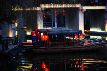 観光客でにぎわう新春の台児荘古城 山東省棗荘市