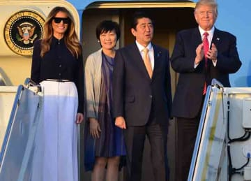 Caption : U.S. President Donald Trump and his wife Melania Trump arrive and accompanied by Japanese Prime Minister Shinzo Abe and his wife Akie Abe on Air Force One at the Palm Beach International Airport in West Palm Beach, Florida. This is...