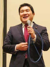 政経セミナーで支援を訴える山岡衆院議員