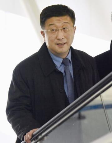 北京国際空港に到着した北朝鮮国務委員会の金革哲米国担当特別代表=19日(共同)