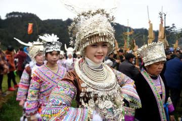 山の斜面で新年を祝う 広西·融水ミャオ族自治県