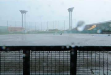 広島とロッテの練習試合は大雨で雨天中止となった【写真:荒川祐史】