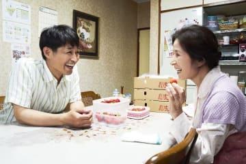 (C)宮川サトシ/新潮社 (C)2019「母を亡くした時、僕は遺骨を食べたいと思った。」製作委員会