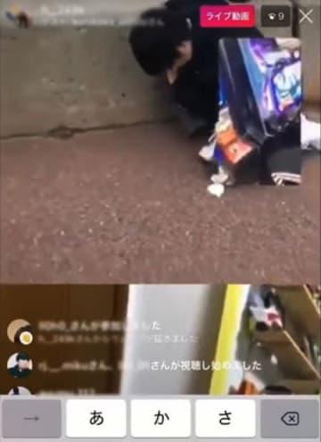 よってたかって一人を蹴る、殴る(YouTubeより)