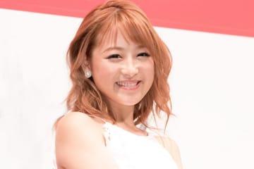 鈴木奈々、ヘソだしショーパンコーデに「こんなお嫁さん最高」「スタイル良くて綺麗過ぎ」の声