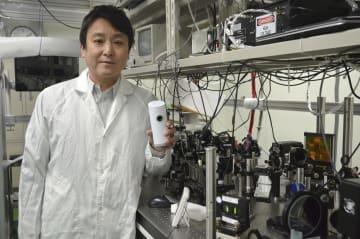 血糖値測定器の開発を進めているライトタッチテクノロジーの山川考一社長=京都府木津川市